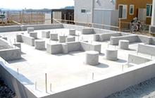 コンクリートの継ぎ目をなくす!「基礎一体打ち工法」の採用