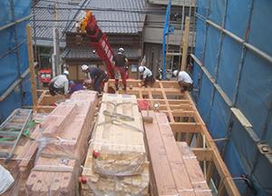 6月23日京町家が軒を連ねる地域での上棟工事