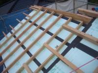 屋根の2層目断熱材施工