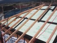 屋根の断熱材二層目施工